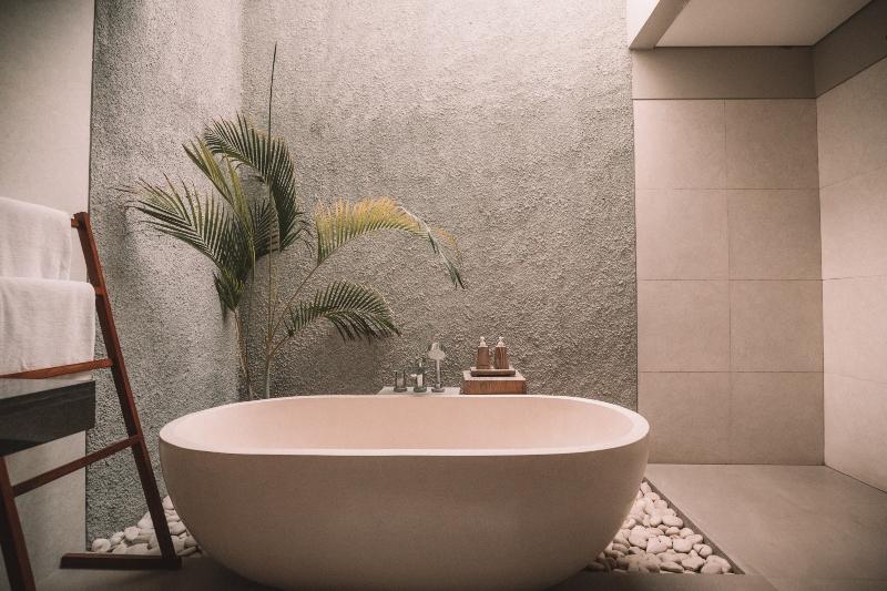 Natural materials in bathroom design