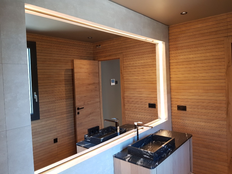 Villa Aurora LED bathroom lighting